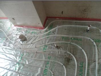 卫生间盘管让开马桶位置